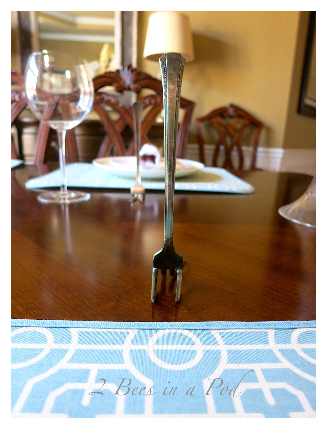 DIY Place card holder using vintage silverware. Easy project that took just minutes to create.