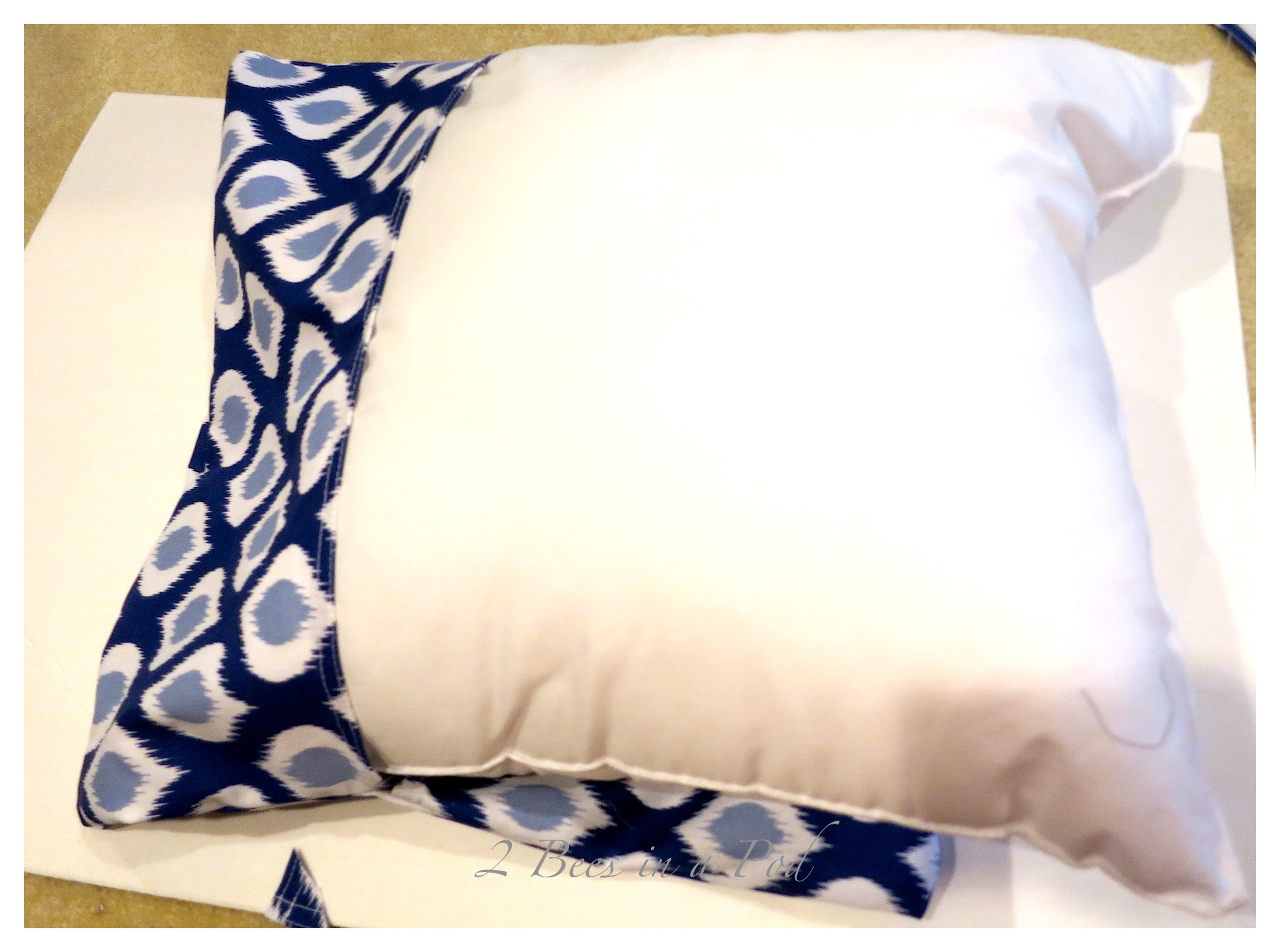 DIY decorative pillow cover made with cloth dinner napkins. Economical, easy, quick and pretty!