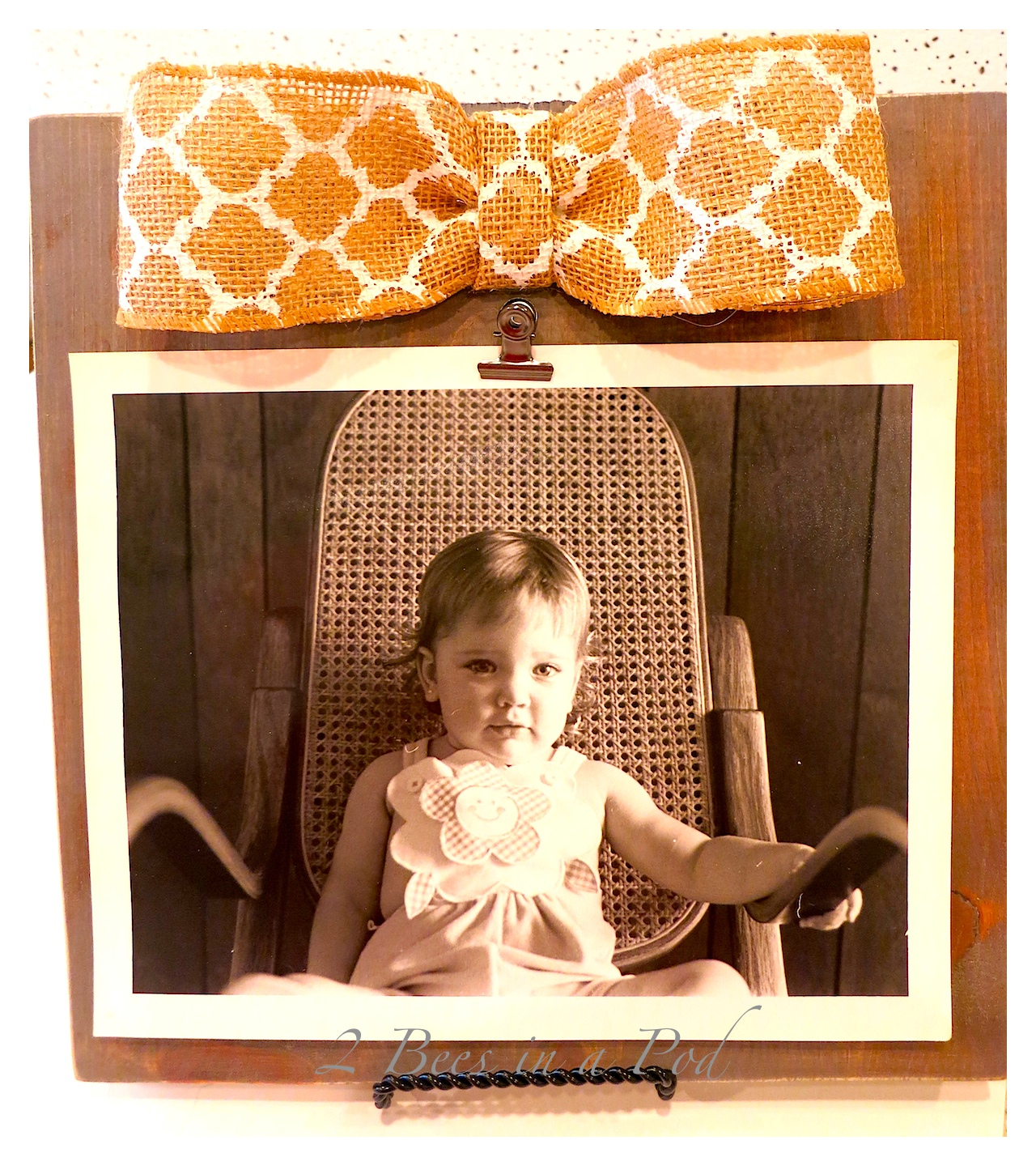 Here's a super-cute DIY frame that takes just minutes to put together. In just 4 easy steps you can make your very own frame!