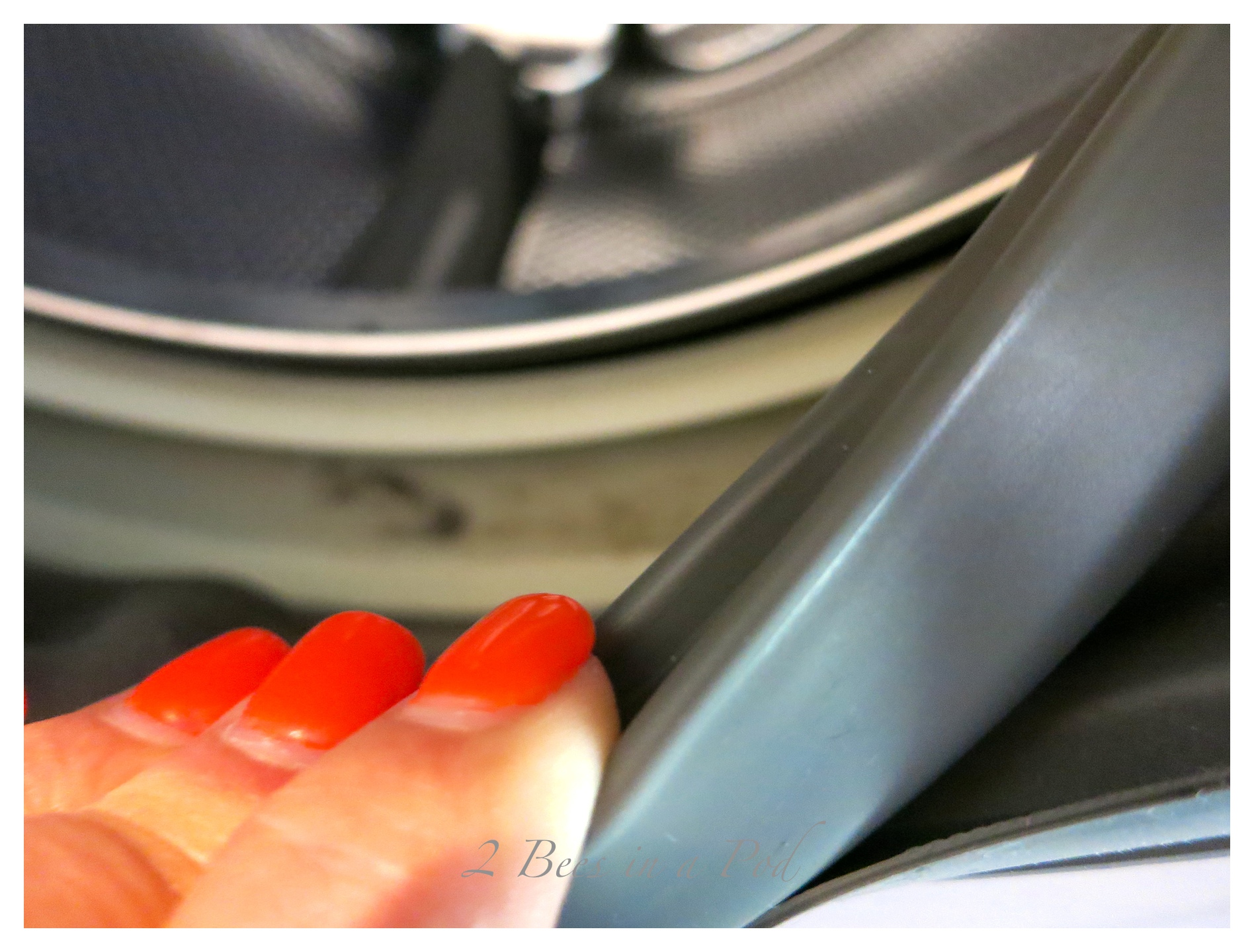 Who knew that a washing machine needed to be cleaned? Here is a How to clean your front loading washing machine tip.