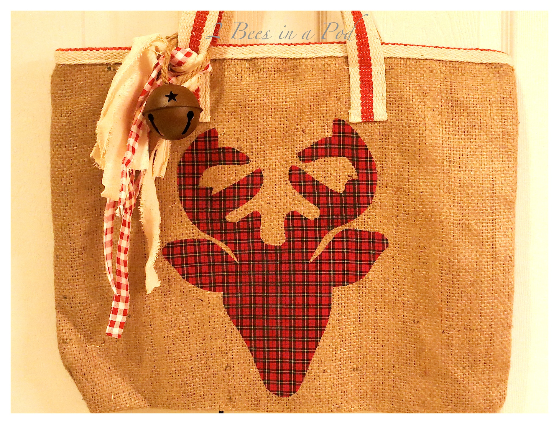DIY Reindeer Silhouette Burlap Tote Bag. Cute as a gift or for your personal use Christmas shopping. Plaid reindeer cutout.