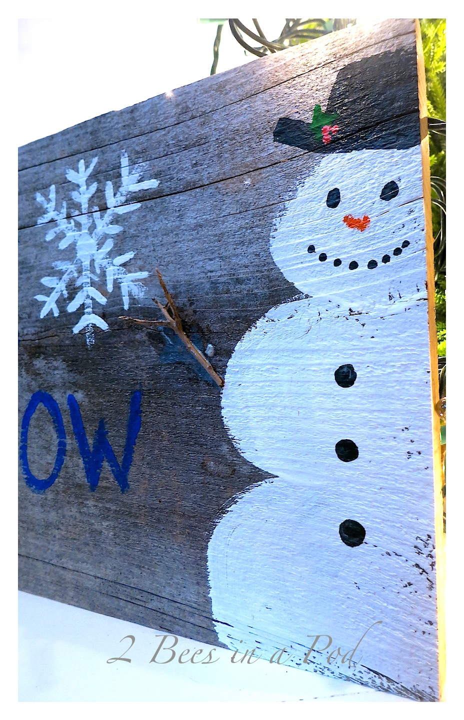 Rustic DIY Painted Christmas Holiday Snowman Art. Repurposed old fencing
