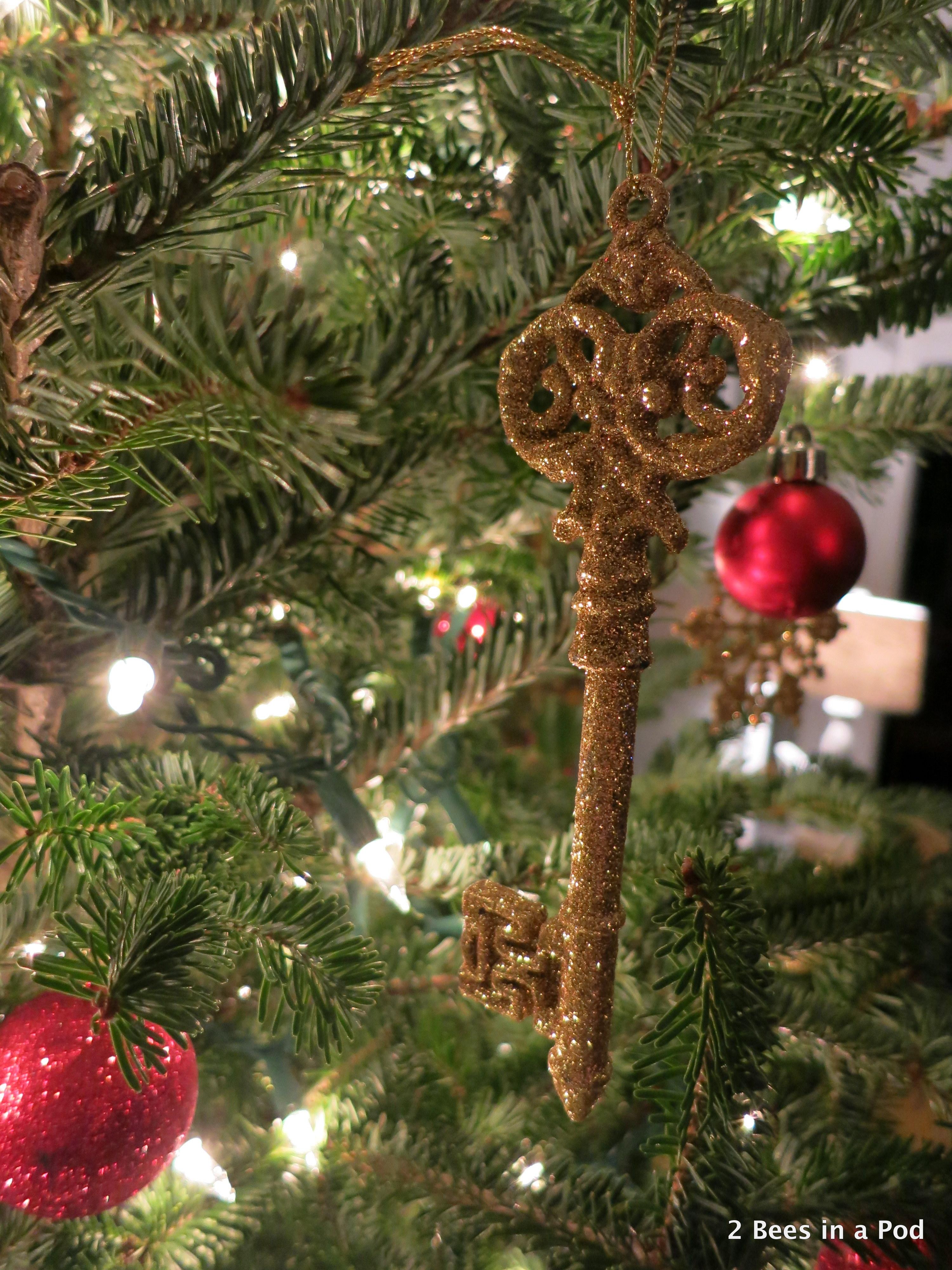 Christmas Home Tour. Christmas Tree with Gold Skeleton Key Ornament