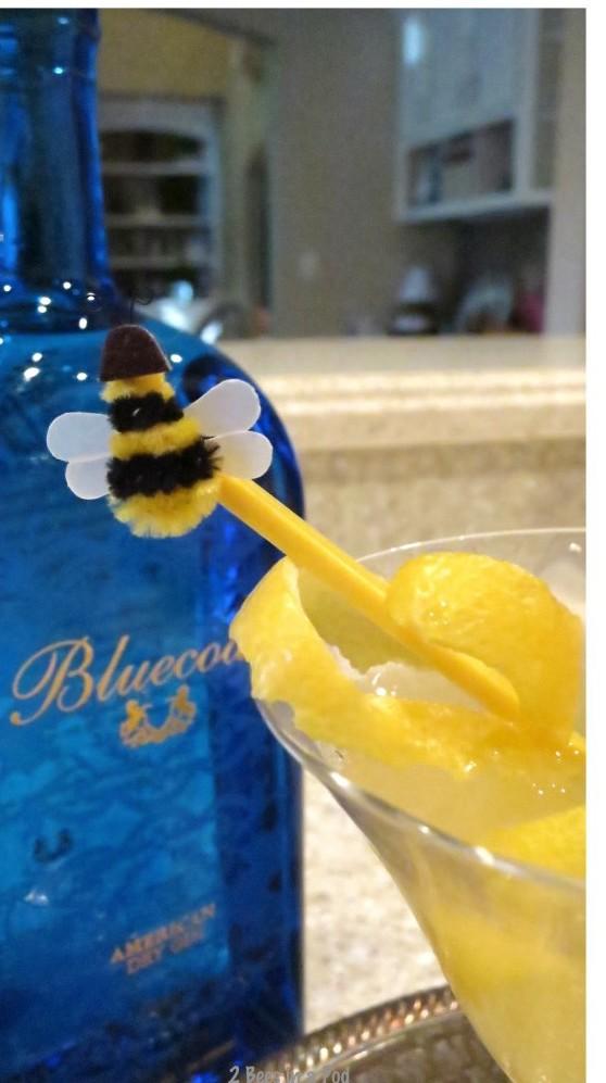 Vintage cocktail recipe Bees Knees