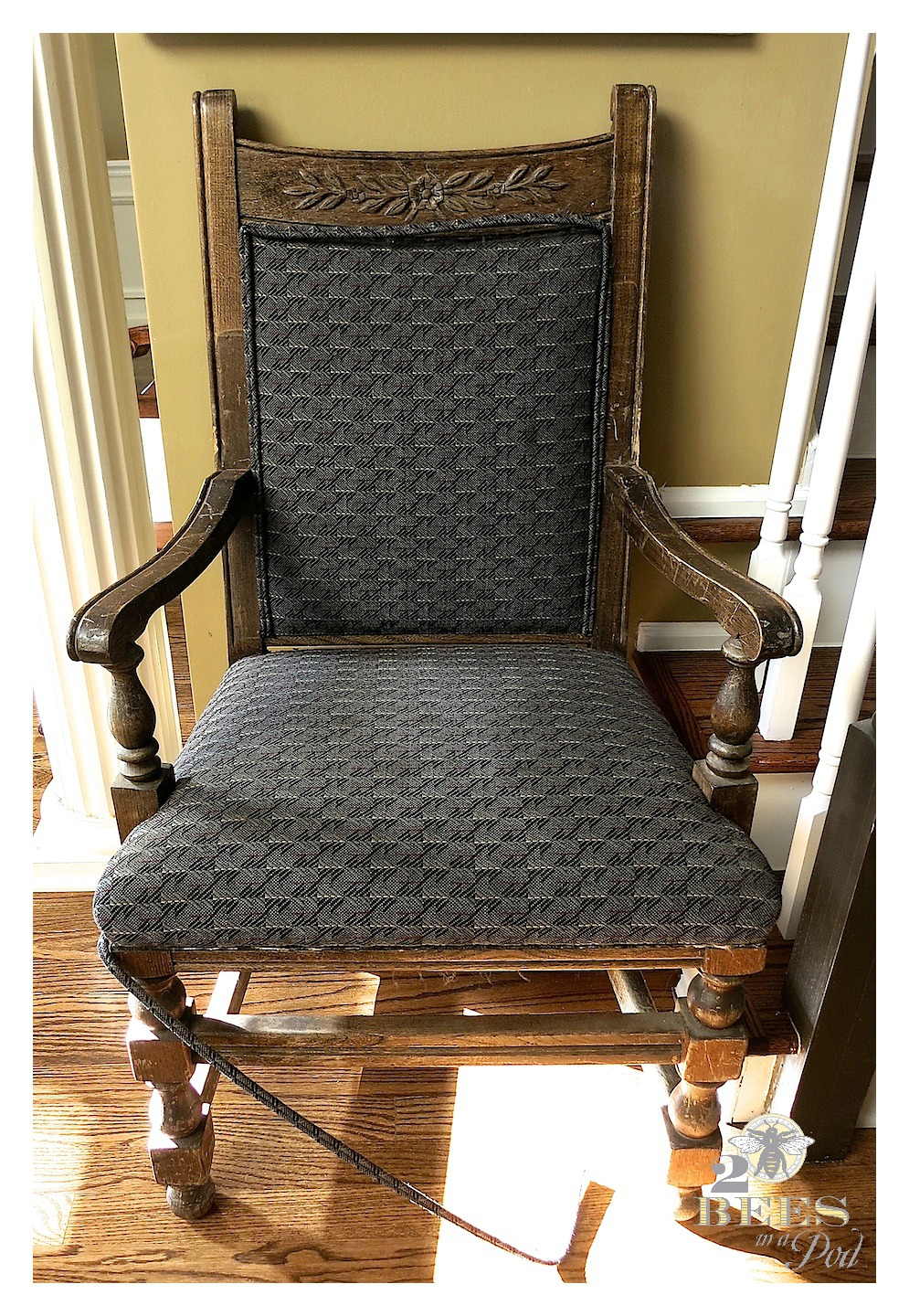 Painted desk chair makeover - yes, even the fabric is painted for a complete transformation