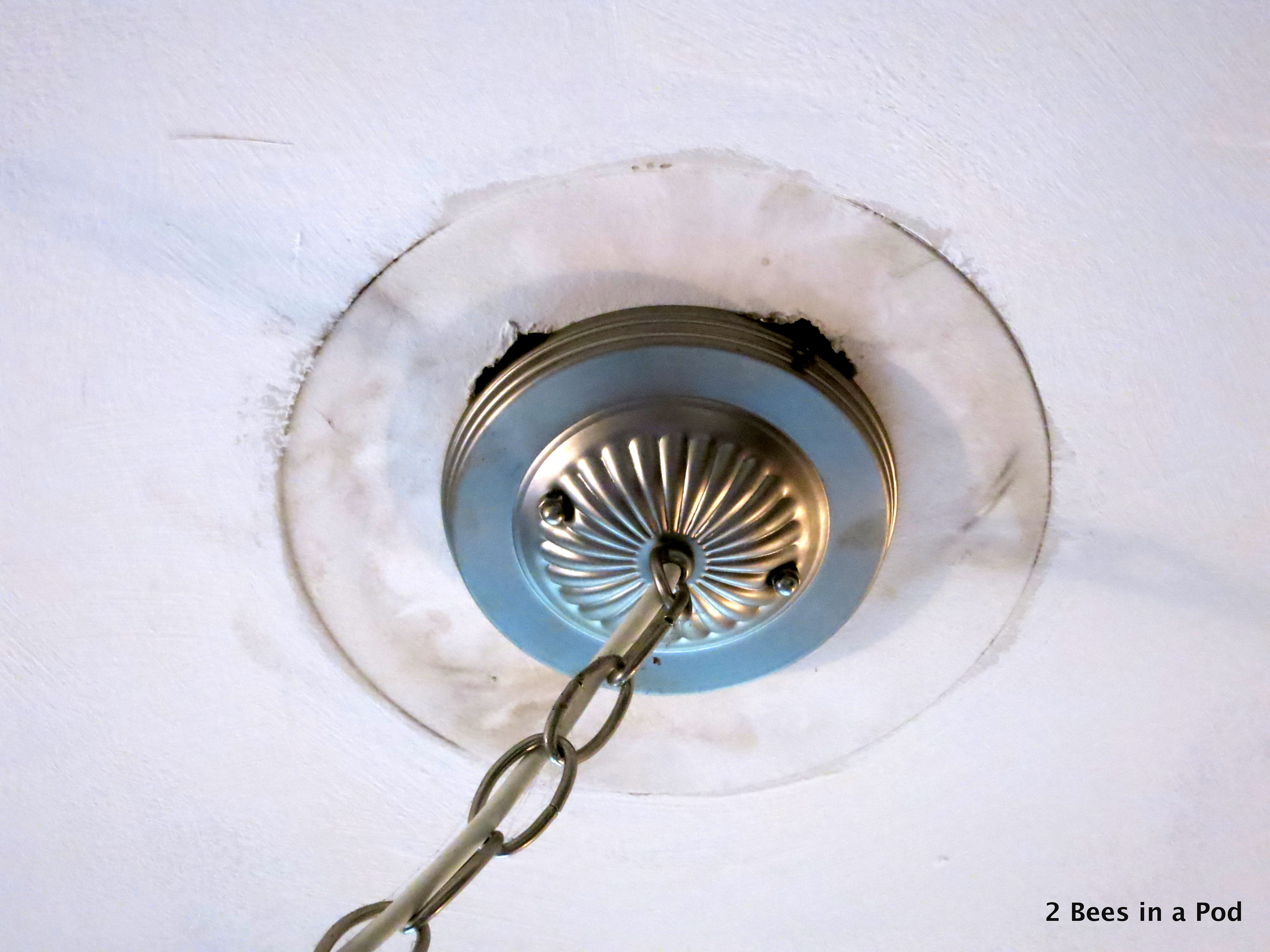 How to hang a ceiling medallion