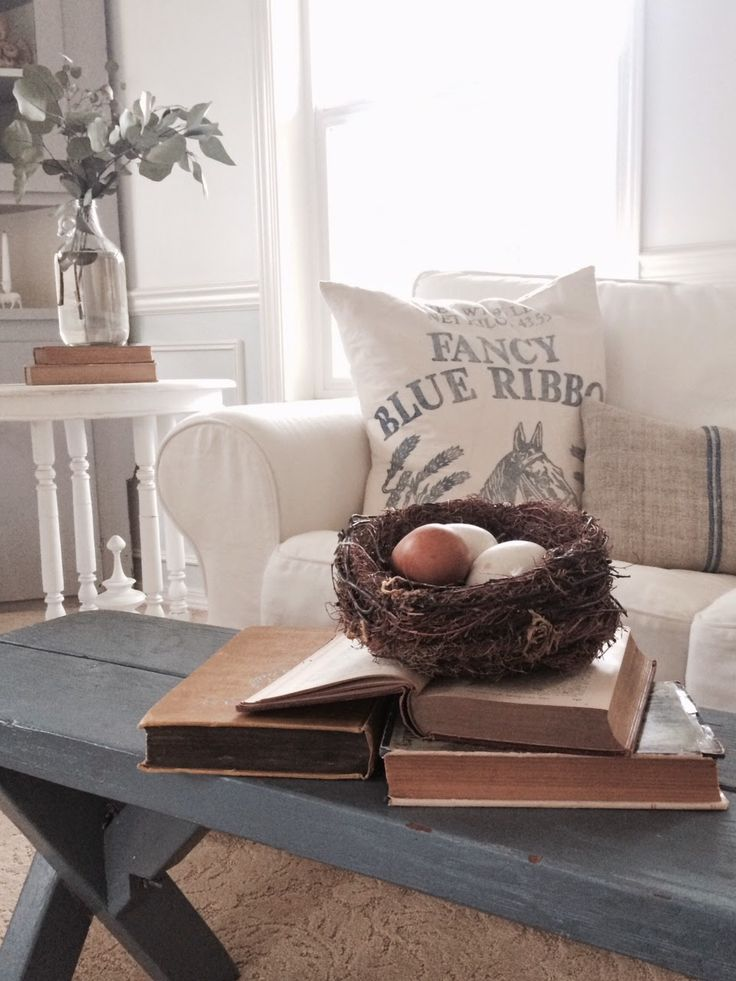 Love this beautiful, neutral take on Spring and Easter decor