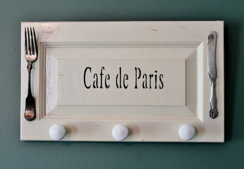 cafe de paris sign (500x347)