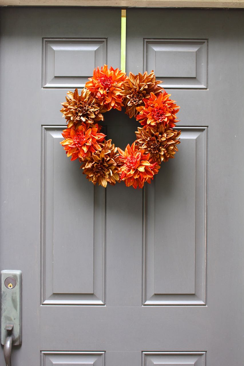 Easy Fall Wreath - DIY in just 5 minutes. Super cute, colorful and easy to make.