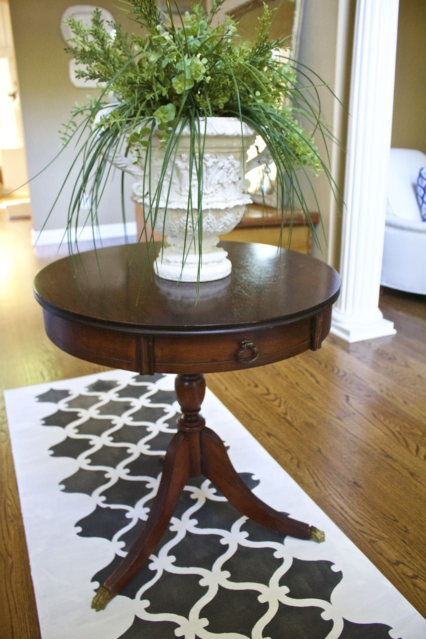 How to Paint a Vinyl Rug - using a scrap remnant piece of vinyl. Easy project.