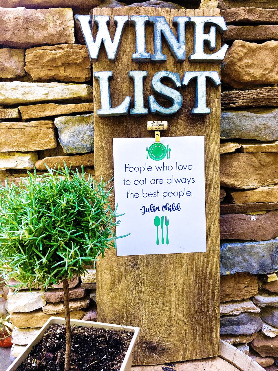 12 DIY Thanksgiving Ideas - DIY Housewives Series. DIY Rustic Wine Sign