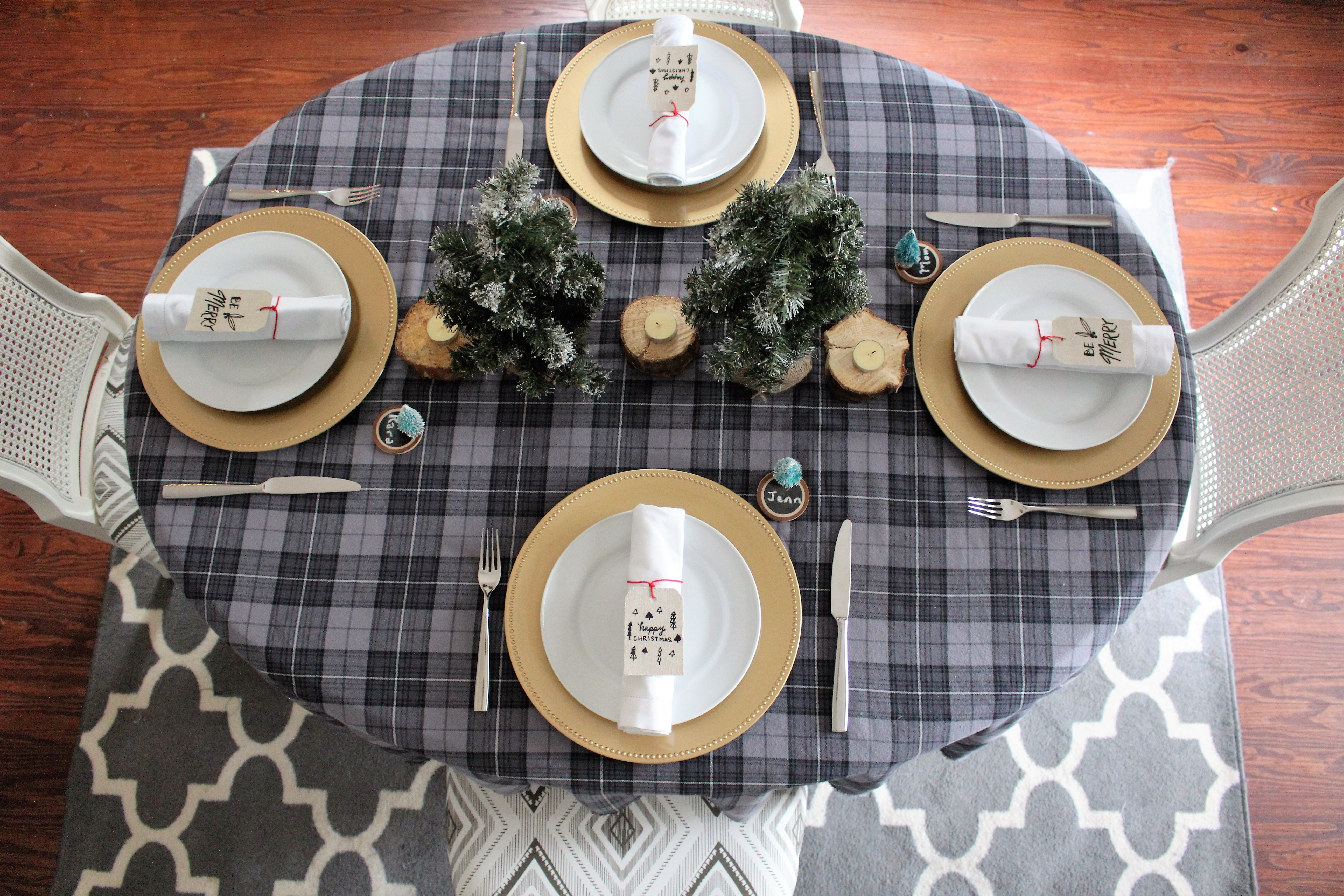 Easy Place Cards & Christmas Tablescape