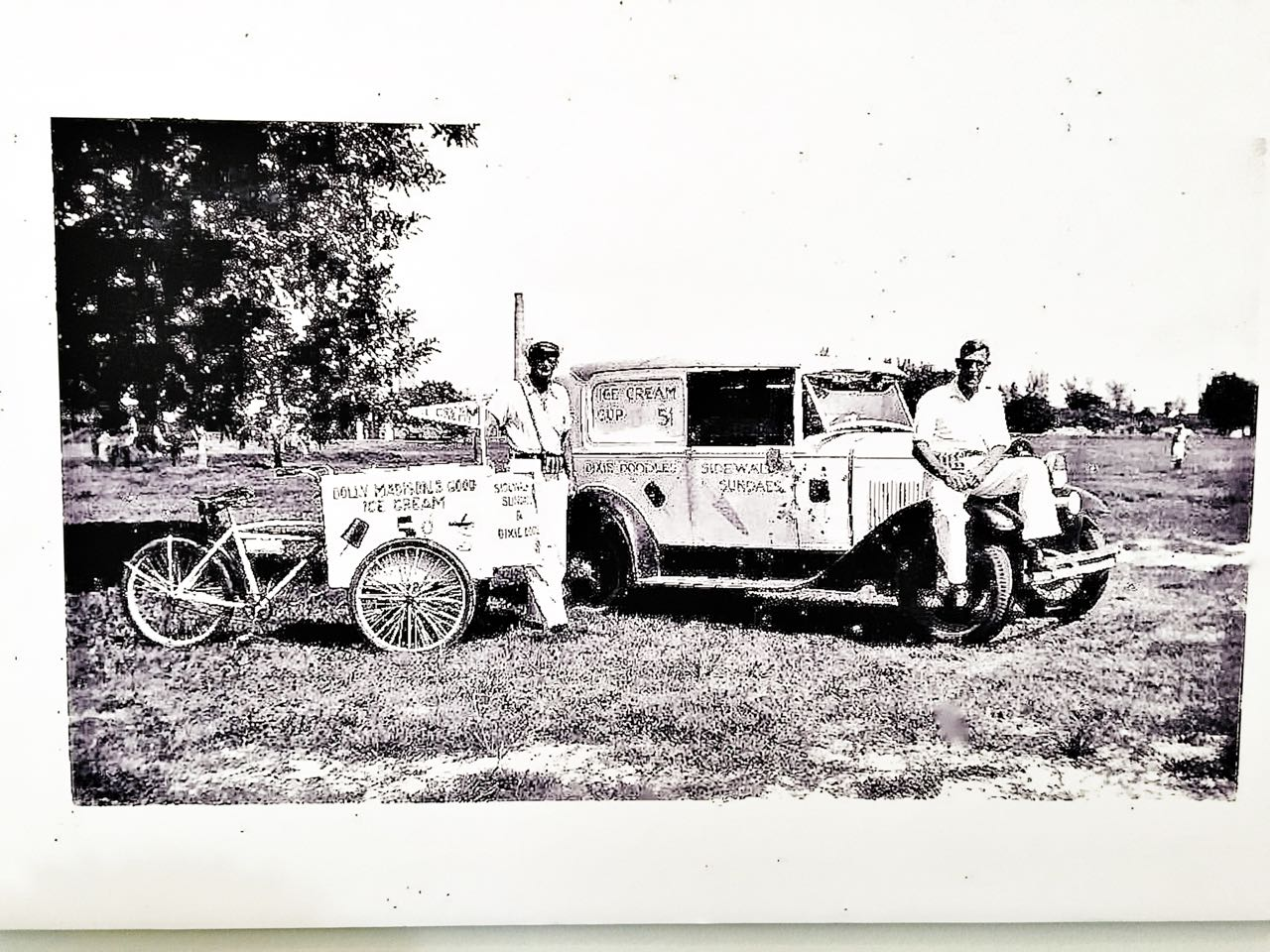 The engineer print wall decor is more special with personal photographs. This is a family photo from 1th 1930's.