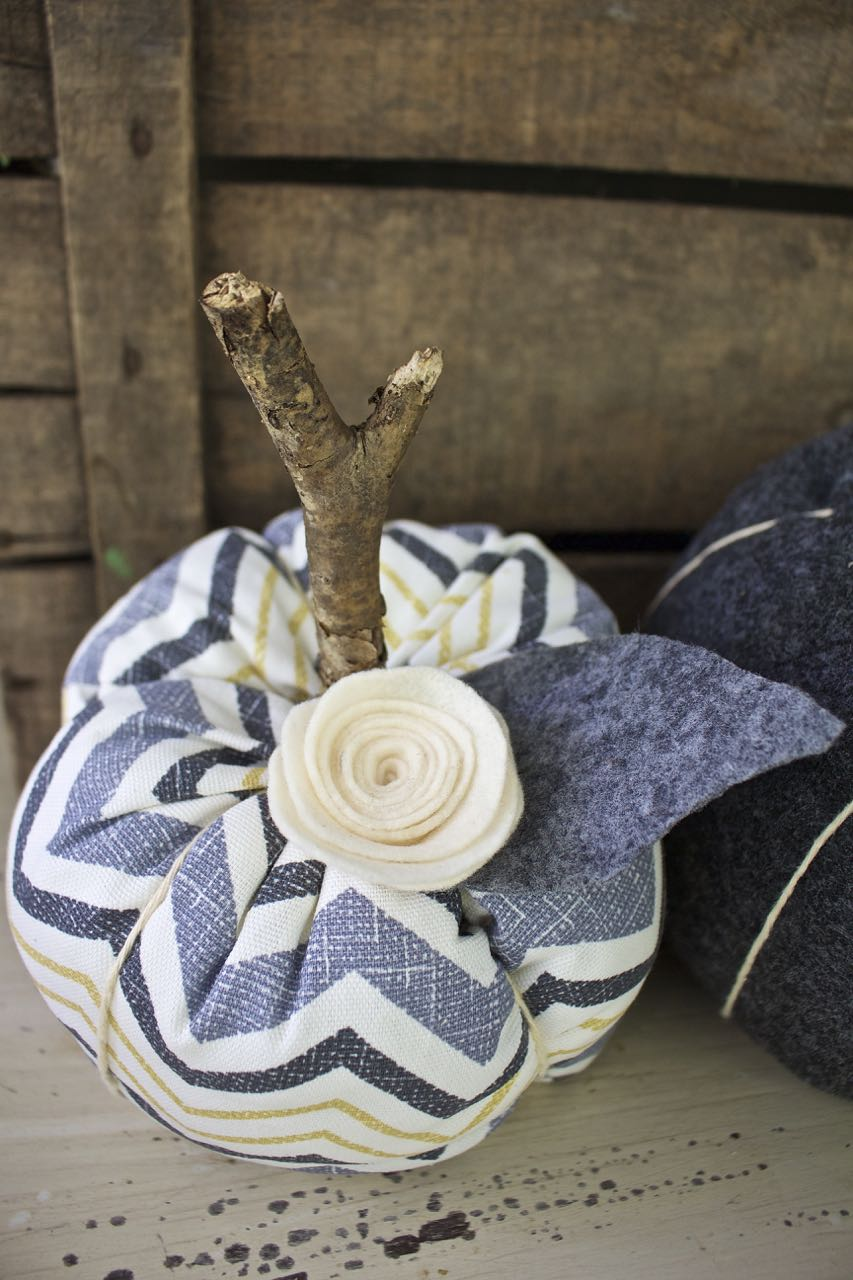 Fabric Pumpkins. Make your own fabric pumpkins for cute Fall decor