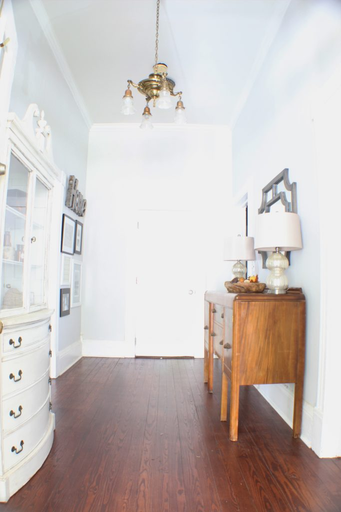 Entryway decorated for Fall. Fall home tour.