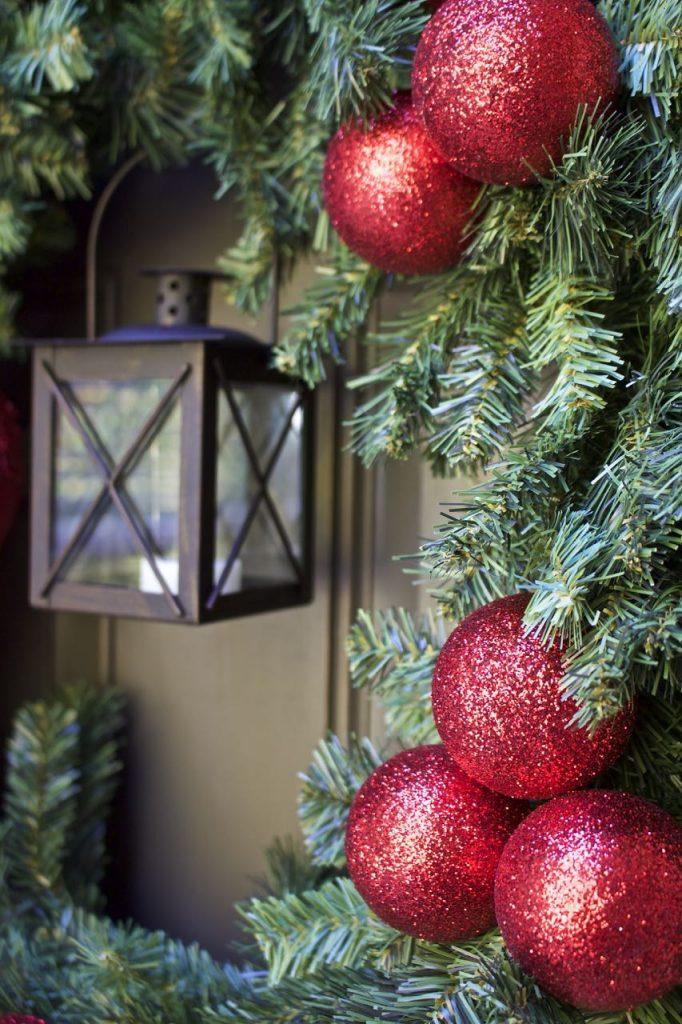 Easy DIY Christmas Wreath with Lantern
