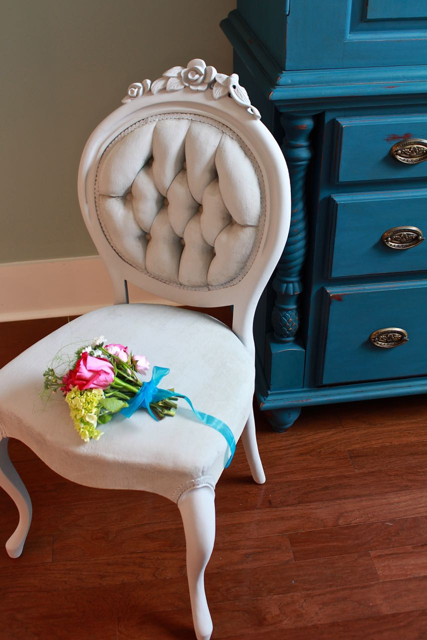 Paris Grey Chalk Painted Chair The Zero Dollar Diy Challenge 2 Bees In A Pod
