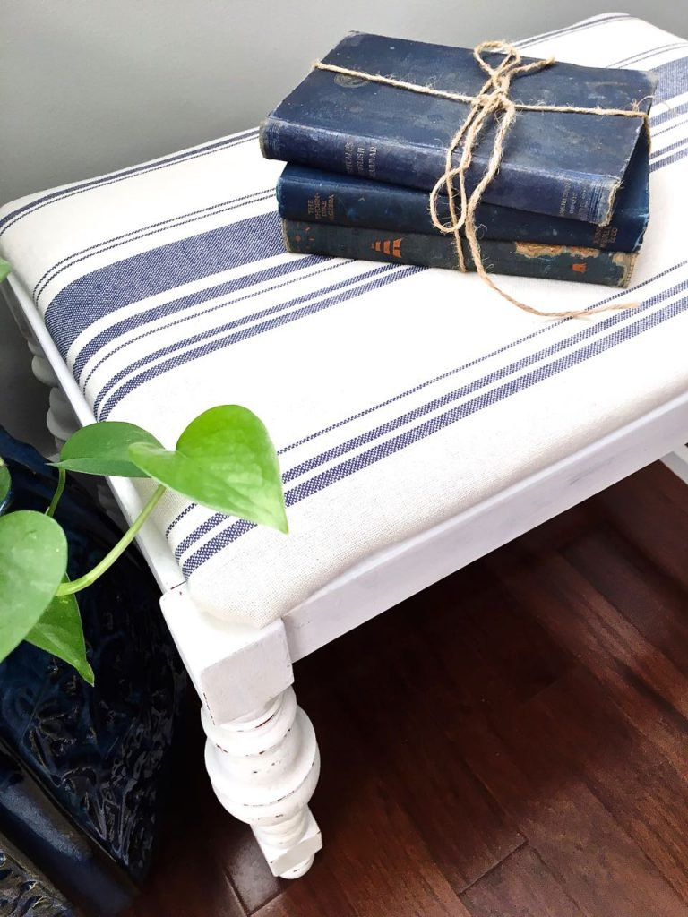 2 Bees in a Pod. Vanity Bench Makeover in Pure White Chalk Paint