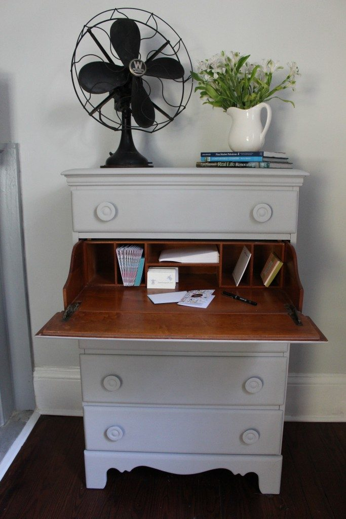 2 Bees desk