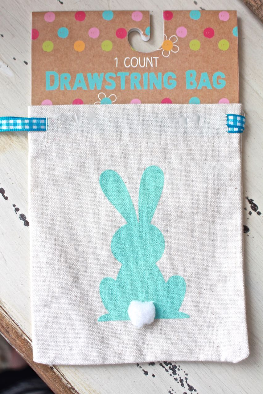Easter Treat Bag - Easter Place Card. Cute bunny muslin bags are perfect for treats.