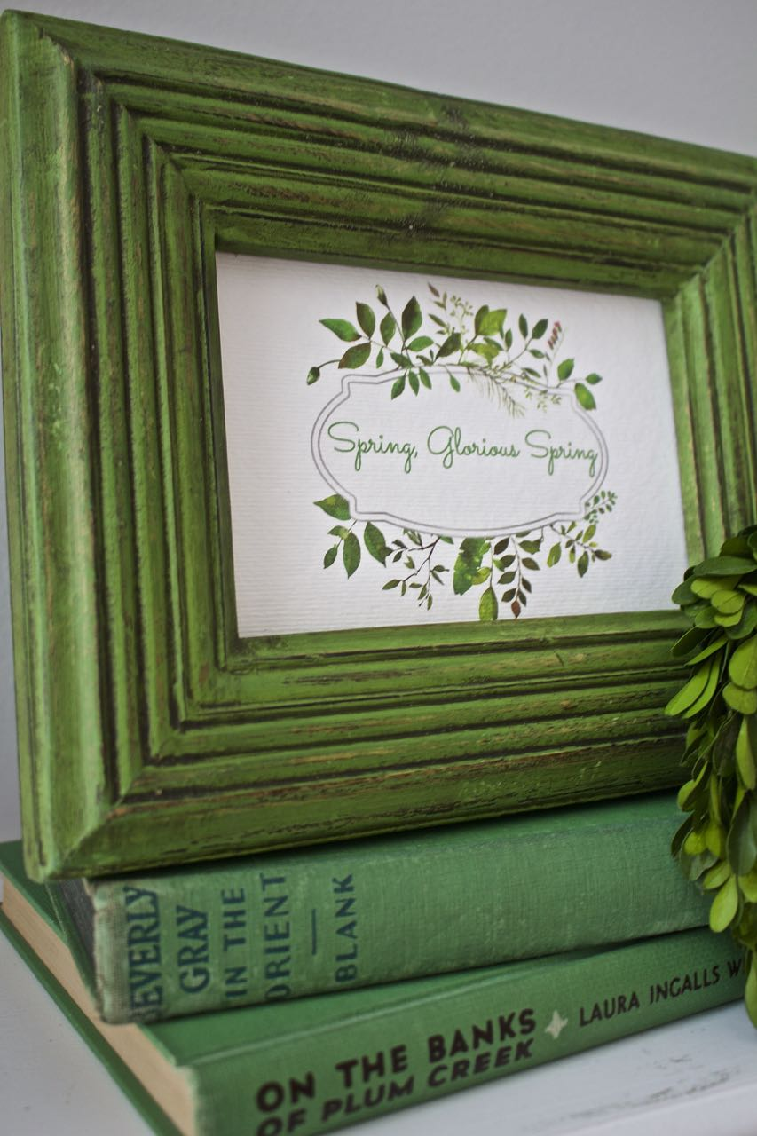 Green decor and a free spring printable wreath