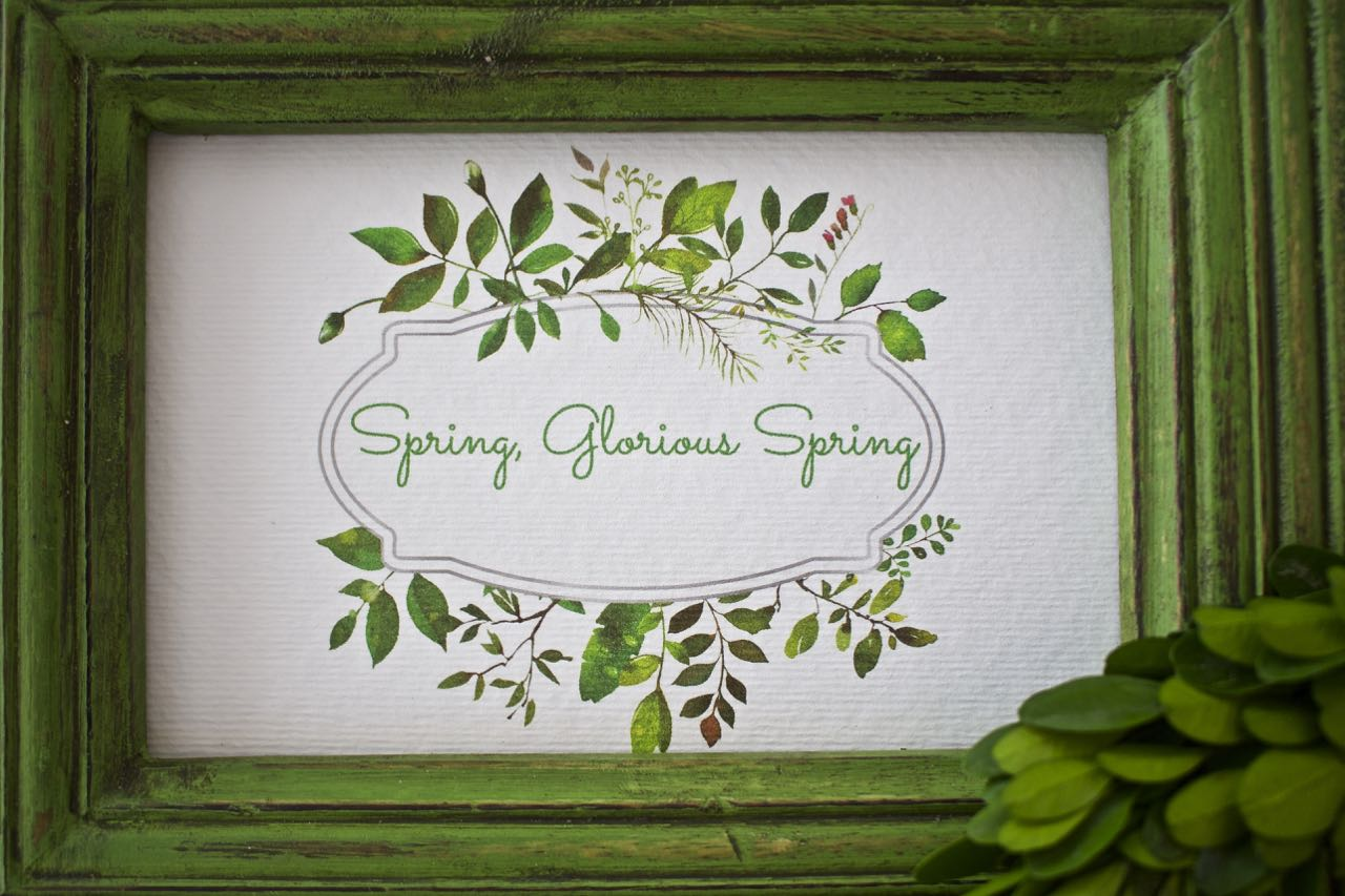 Green decor and a free spring printable