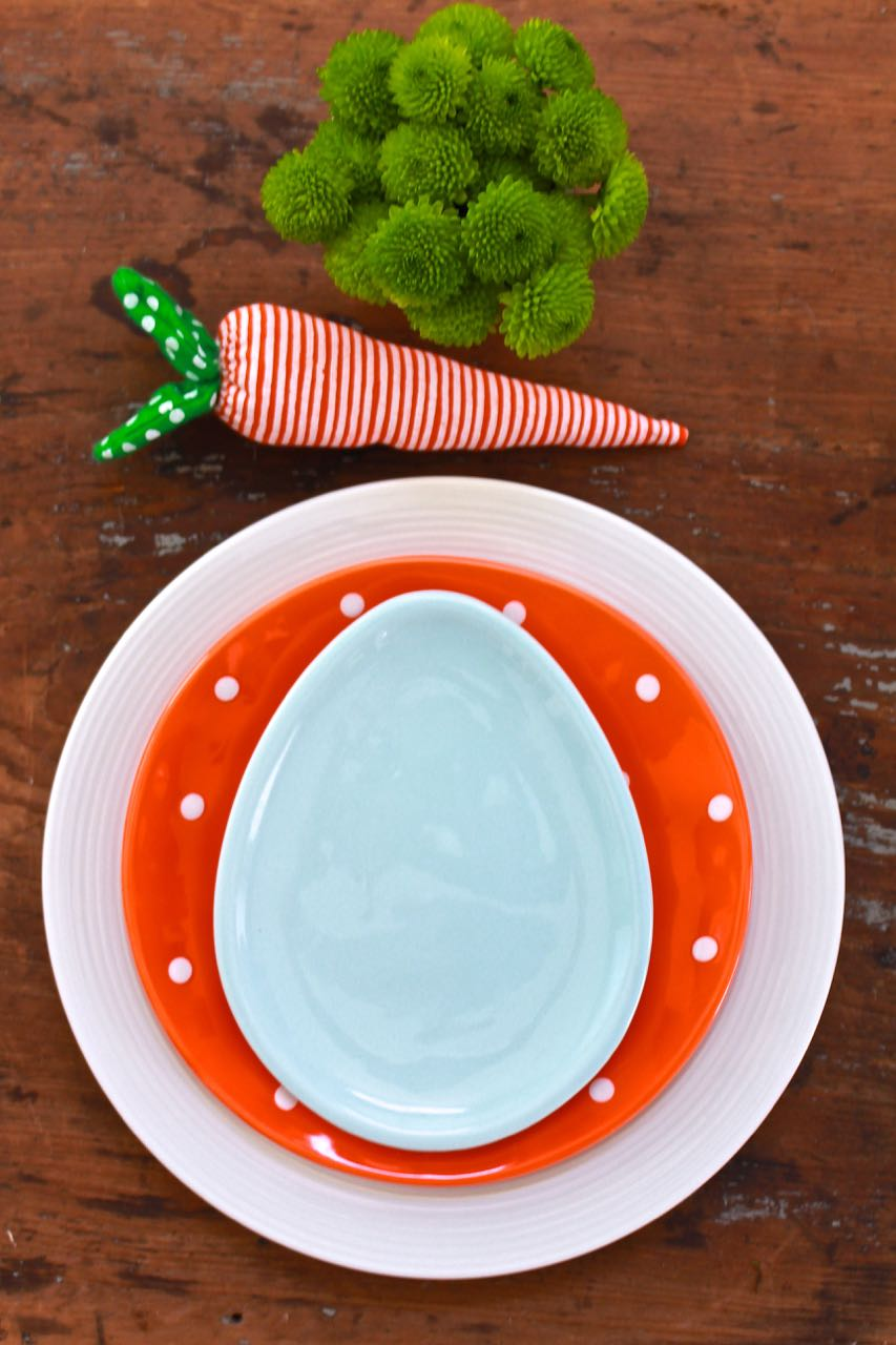 Easter Table Settings - Casual Place Setting - 2 Bees in a Pod