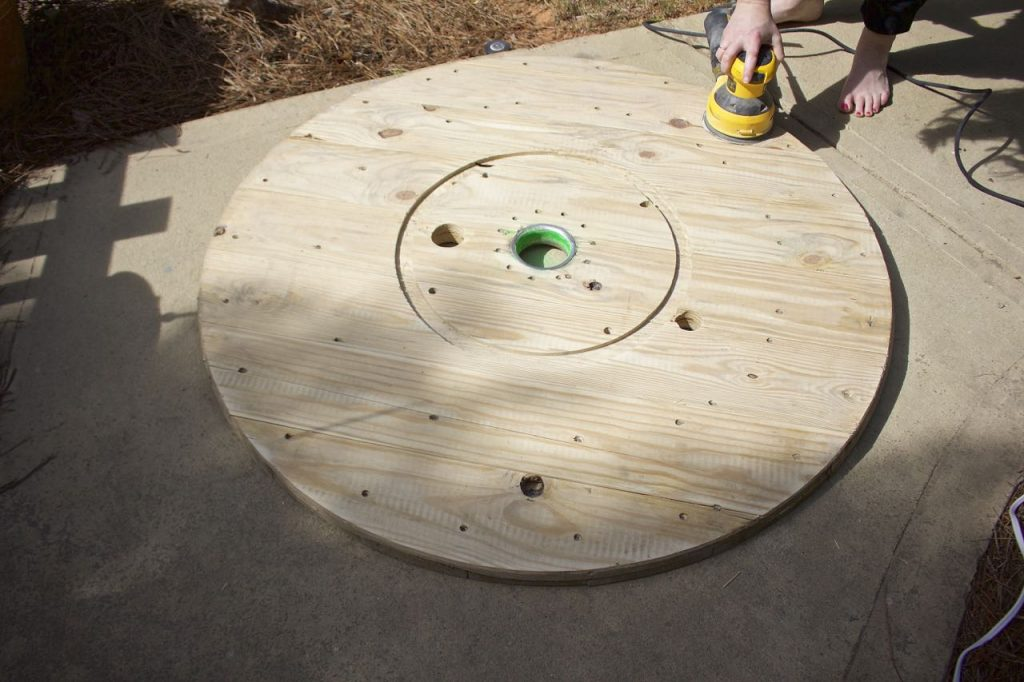 Wire Spool DIY Coffee Table. Sand down the spool very well to prepare for stain.