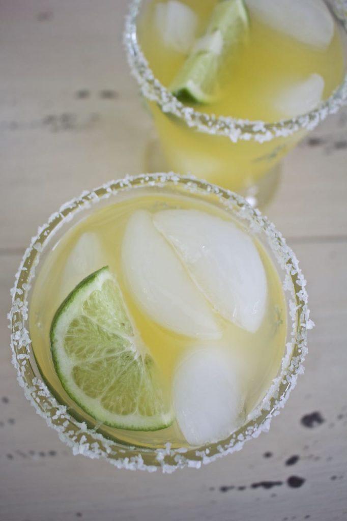 Skinny Margarita Recipe. Yummy skinny margarita with fresh citrus.