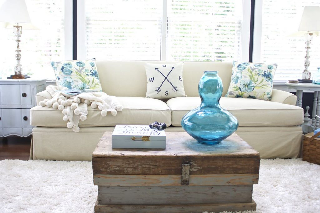 Sunroom Decor for Summer. Touches of aqua and turquoise for summer decor in the living room and sunroom