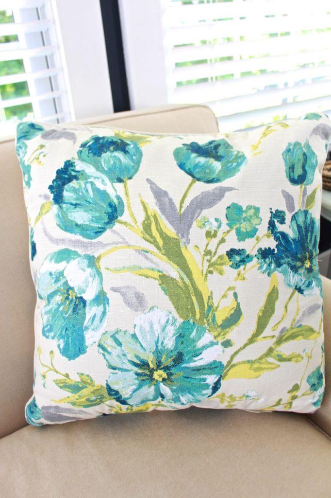 Sunroom decor for Summer. Pillow inspiration for summer decor