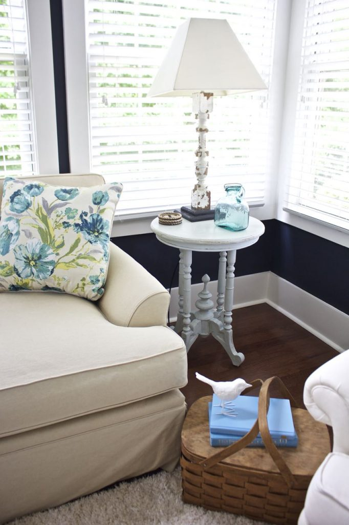 Sunroom decor for Summer. Summer decor using vintage finds, navy, turquoise, and aqua.