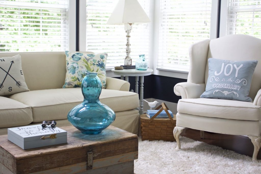 Sunroom decor for summer. Vintage items pair well with colors of summer navy, turquoise and aqua.