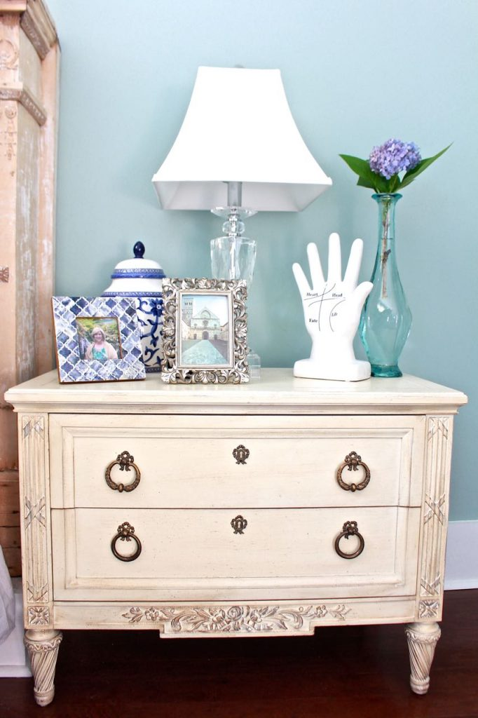 Henredon thrifted nightstands