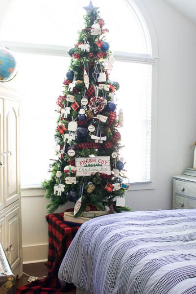 Lake Cottage Christmas Bedroom Tour – Thrifty Style Tips