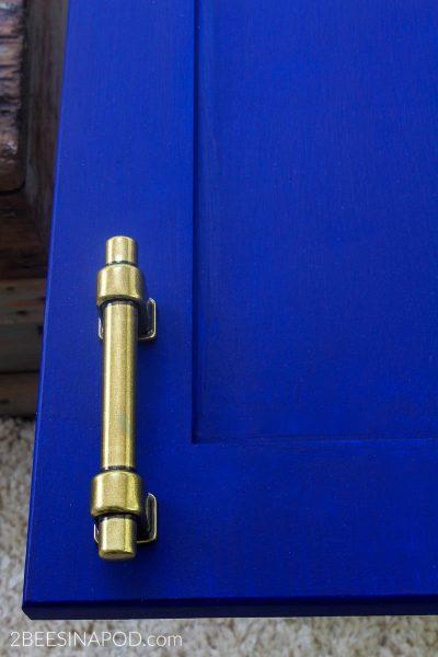 New Bathroom Cabinet Hardware – One Room Challenge Week 4