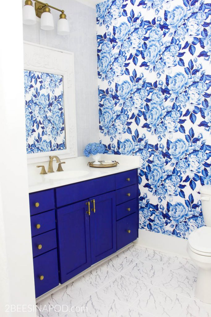The 30 Day Home Decluttering Plan. Blue and White Bathroom Makeover Reveal - One Room Challenge Week 6.