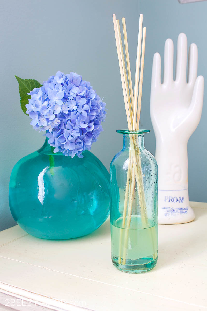 Diy Essential Oil Reed Diffuser 10 Essential Oil Recipes 2 Bees In A Pod