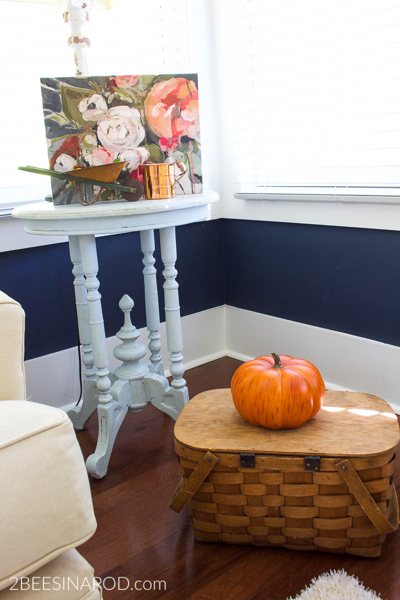 Cozy And Simple Living Room: Fall Family Room Decor