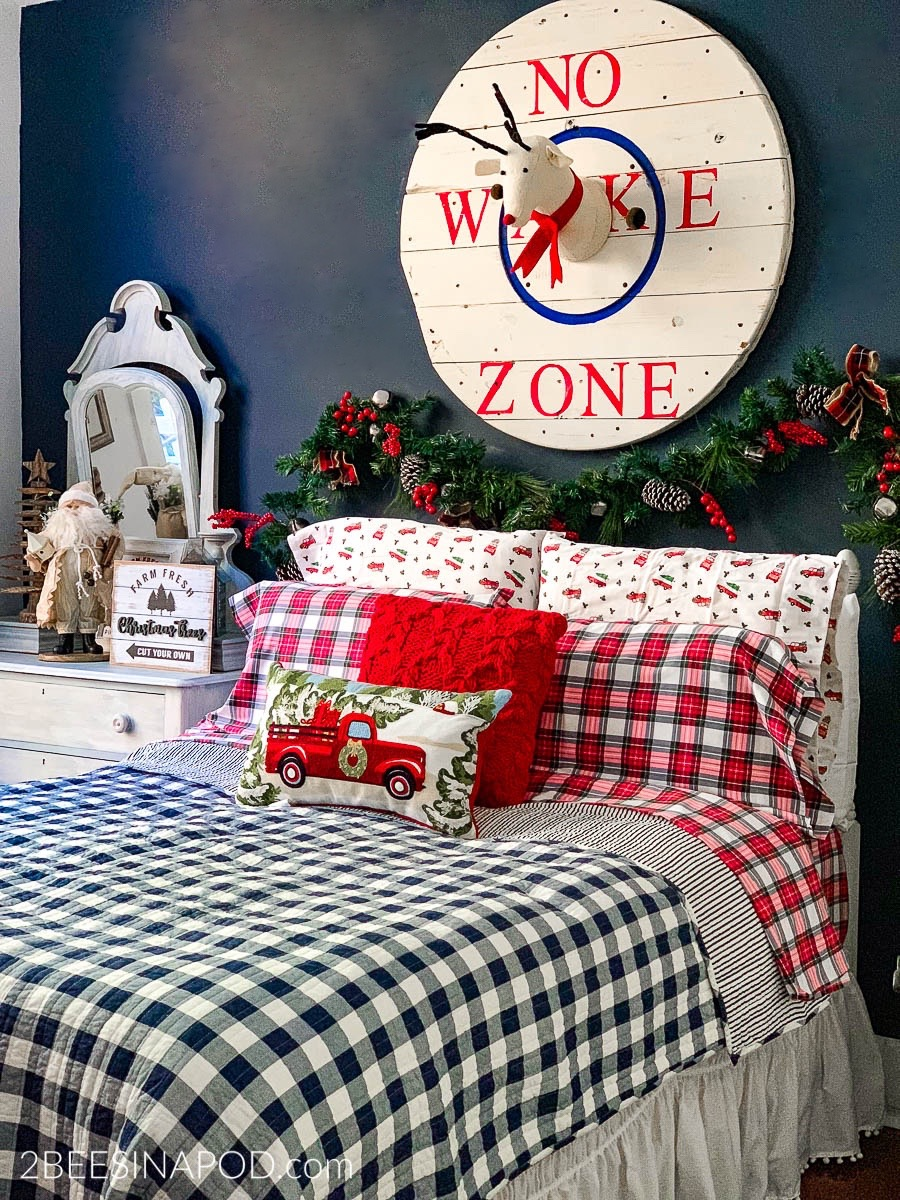 . Christmas Bedroom Decor   Guest Ready   2 Bees in a Pod