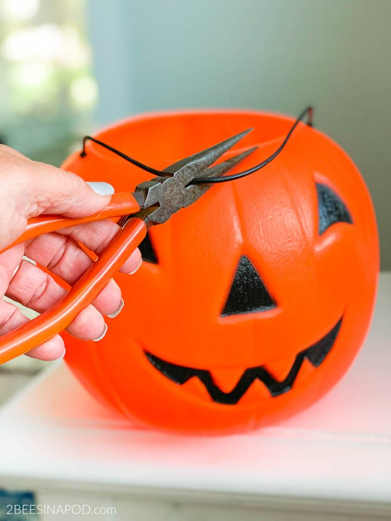 Painted Plastic Jack O Lantern Makeover 2 Bees In A Pod