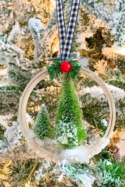 Easy DIY Embroidery Hoop Ornaments
