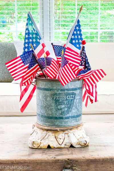 4th of July Decor in the Living Room
