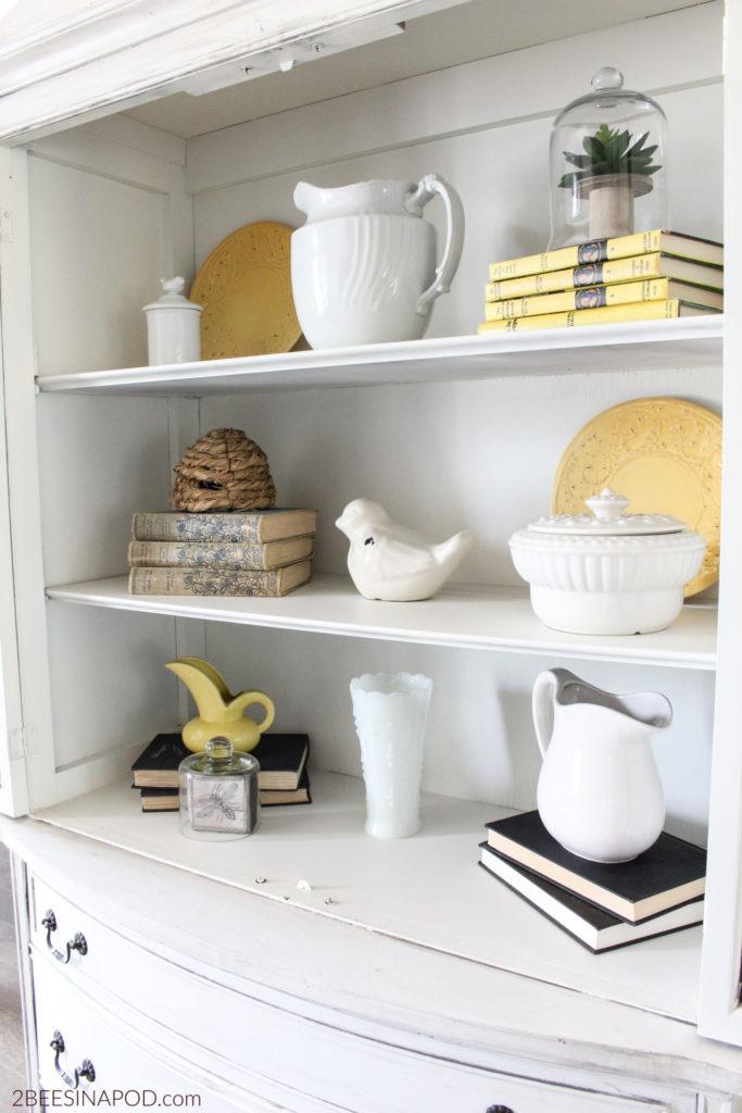 Decor for shelves